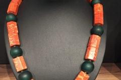 Collier mit Schaumkoralle und grünen Glasperlen